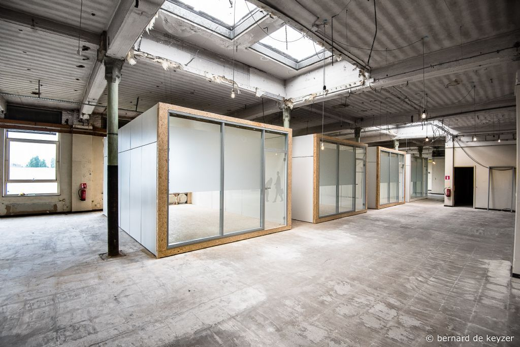Be-module inside, un espace de bureaux démontable et réutilisable (Dzerostudio)