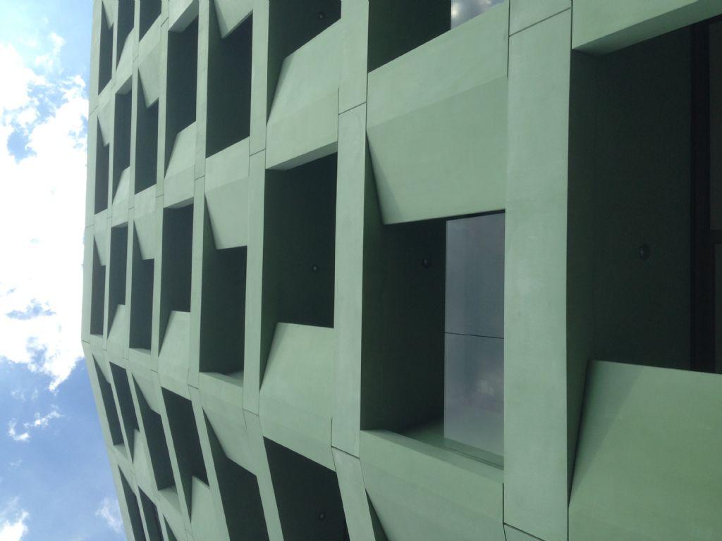 Crepain Binst Architecture koos voor alternerende penanten om het repetitieve karakter van een groot studentengebouw te vermijden. (Beeld: Crepain Binst Architecture)