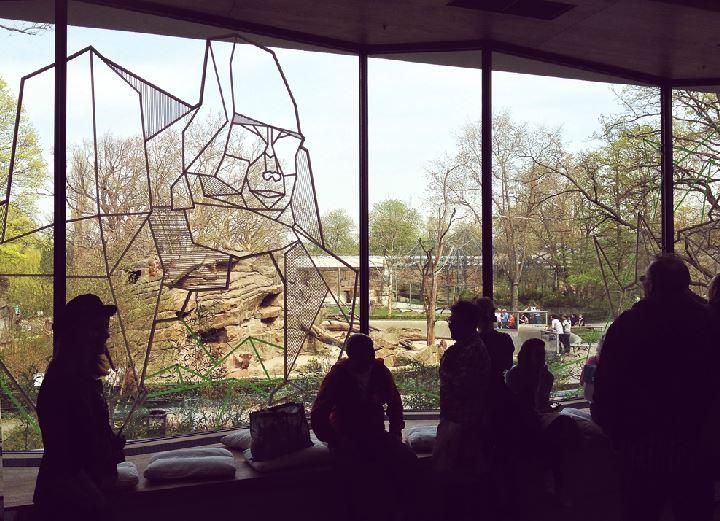 De bezoekers hebben zicht op de zoo van Berlijn.