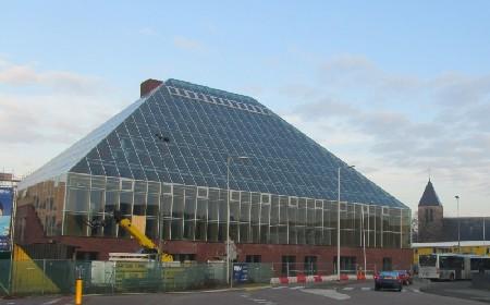 De Boekenberg: transparante piramide als bibliotheek