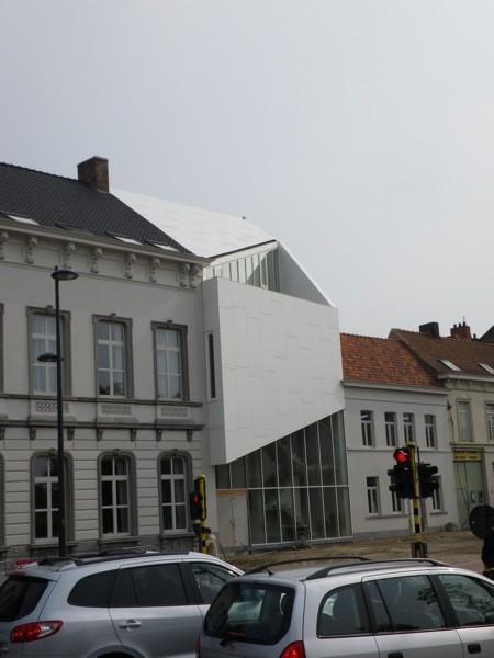 Dehullu zorgt voor primeur met stadhuis Harelbeke