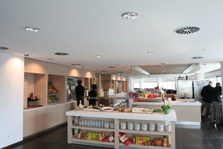 OWA plaatst naadloos akoestisch plafond bij duurzame renovatie Oval Tower