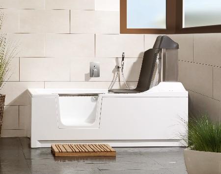 DIVINA-Bad met inloopdeur en automatische liftfunctie zorgt voor comfortabel en veilig baden