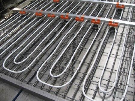 Kerkstoel integreert leidingen voor betonkernactivering rechtstreeks in ACTIV-vloer