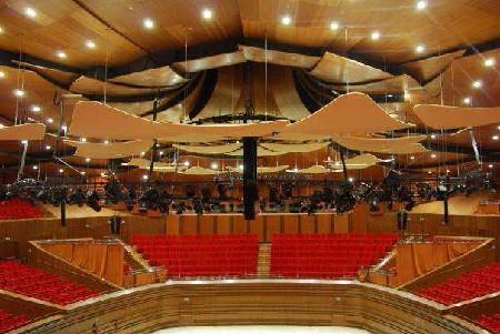 Mooie concertzaal uit Amerikaans hardhout in Astana