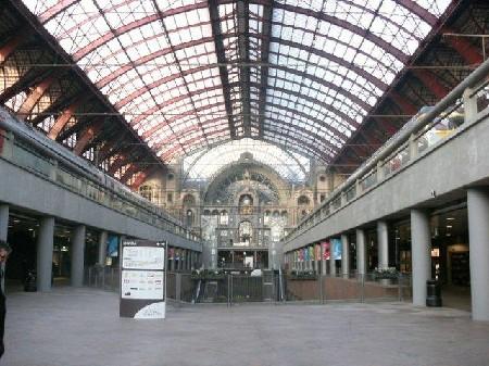 Jaaroverzicht 2011: Verdere ontwikkeling van de Belgische stationsbuurten