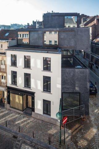 LOW architecten verenigt renovatie en nieuwbouw in Brusselse Little Willy-project