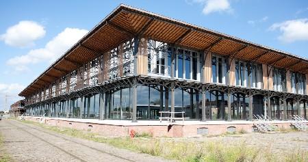 Een blik op de gerenoveerde Loods 22 in Gent
