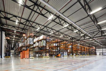 Distributiecentrum met kantoren Horeca Van Zon Lommel_3