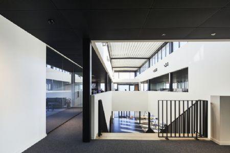 Distributiecentrum met kantoren Horeca Van Zon Lommel_5