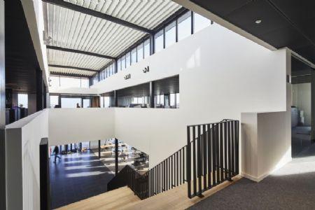 Distributiecentrum met kantoren Horeca Van Zon Lommel_11