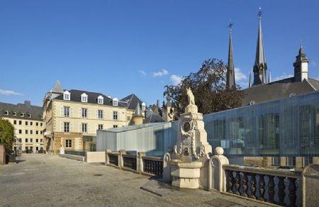 Glazen doorgang place Guillaume II Luxemburg_3