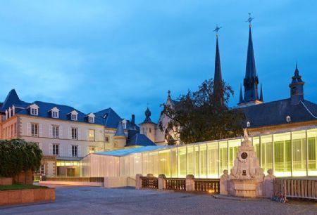 Glazen doorgang place Guillaume II Luxemburg_2