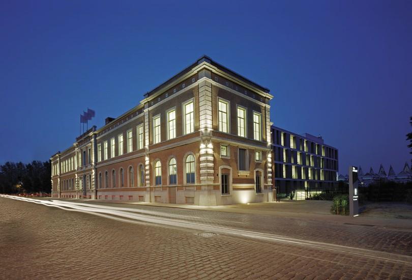Banque J. van Breda_11