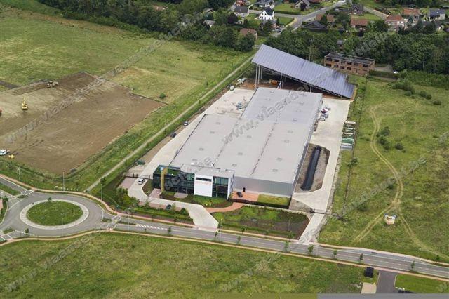Bedrijfsgebouw Ceyssens Glas met dak van zonnepanelen_2