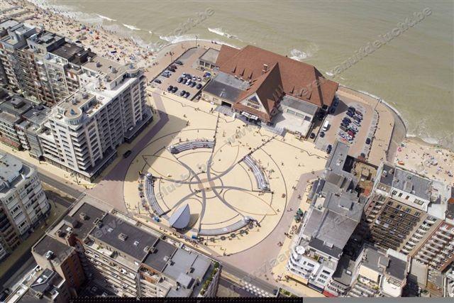 Eparnayplein (aan casino) met ondergrondse parking_3