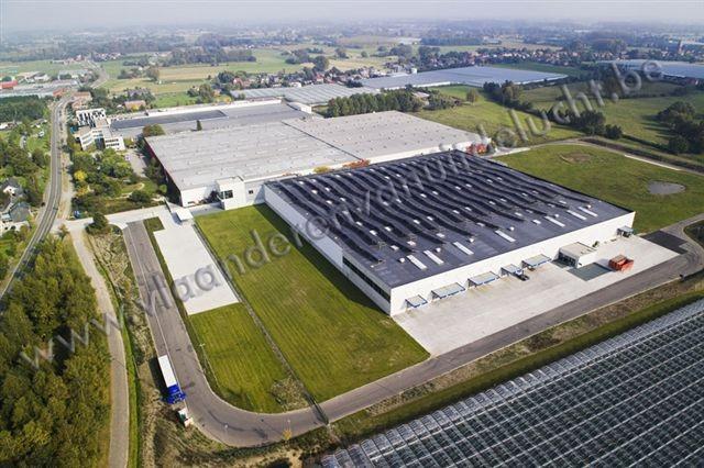 Uitbreiding Reynaers Aluminium met zonnepanelen op het dak_4