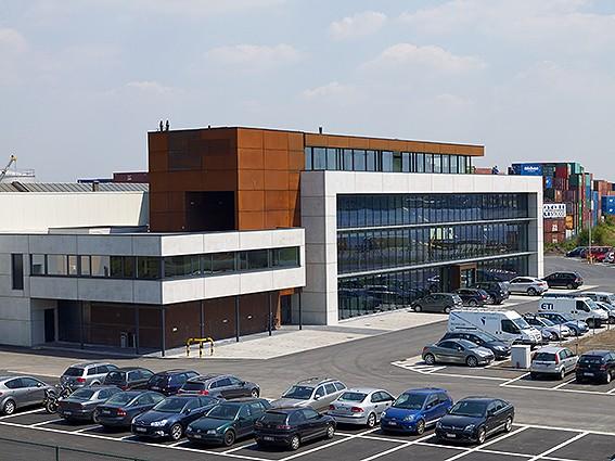 Kantoorgebouw en werkplaatsen bouwbedrijf  Ivens _3