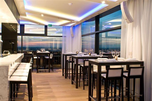 Interieur voor wijn- en champagnebar op de 19de verdieping van het TT-center in Hasselt_2