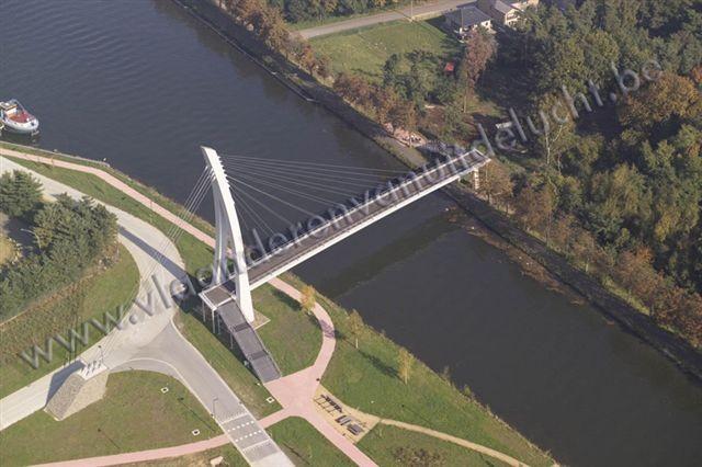 voetgangers- en fietsersbrug over Zuid-Willemsvaart