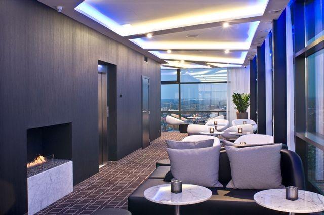 Interieur voor wijn- en champagnebar op de 19de verdieping van het TT-center in Hasselt