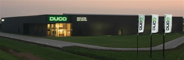 Showroom Duco met grote black box Natural Comfort Inside